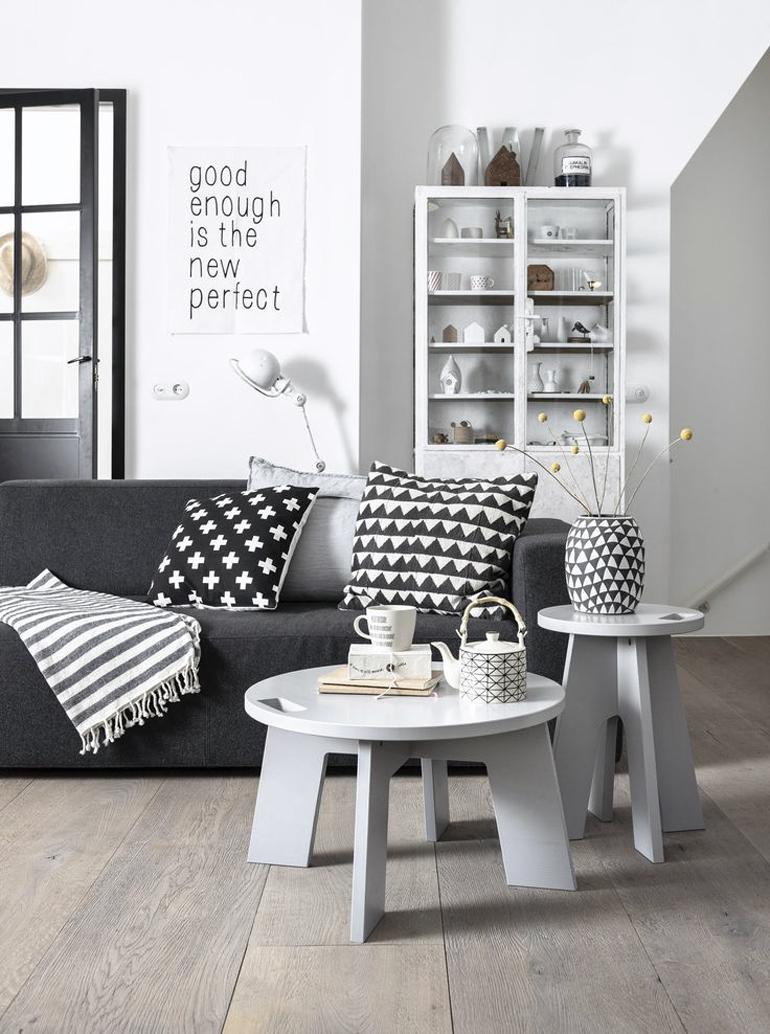 Design Kleine Tafeltjes.Een Luchtig Interieur Met Kleine Tafeltjes